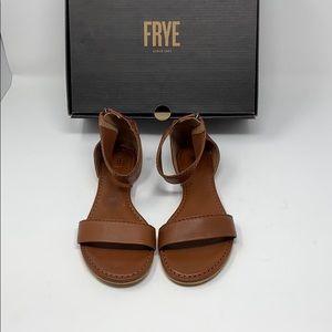 New/dis  FRYE  carson ankle zip